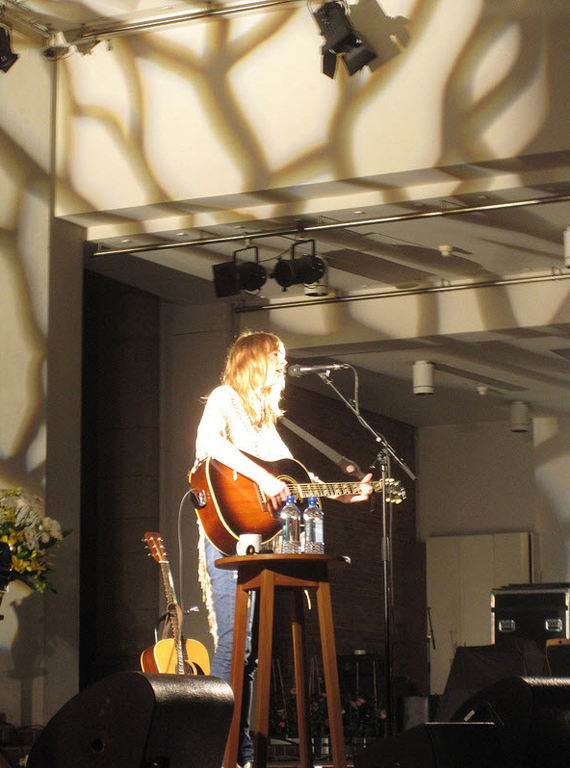 Beth_Orton_Holy_Trinity_ Cathedral_Auckland